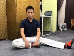 なぜハムストリングス(太ももの裏の筋肉)をストレッチすると、腰痛が軽減するのか?