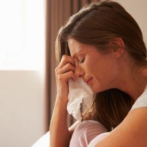 泣くと心と身体が健康になる!その理由とは?